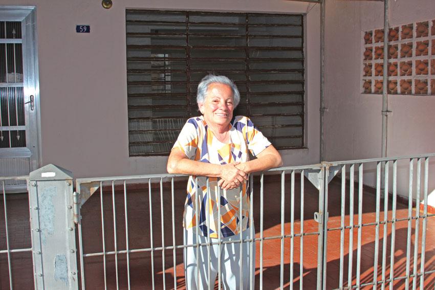 Nádia Stasola, 68, mora há 59 anos no Conjunto Acrópole